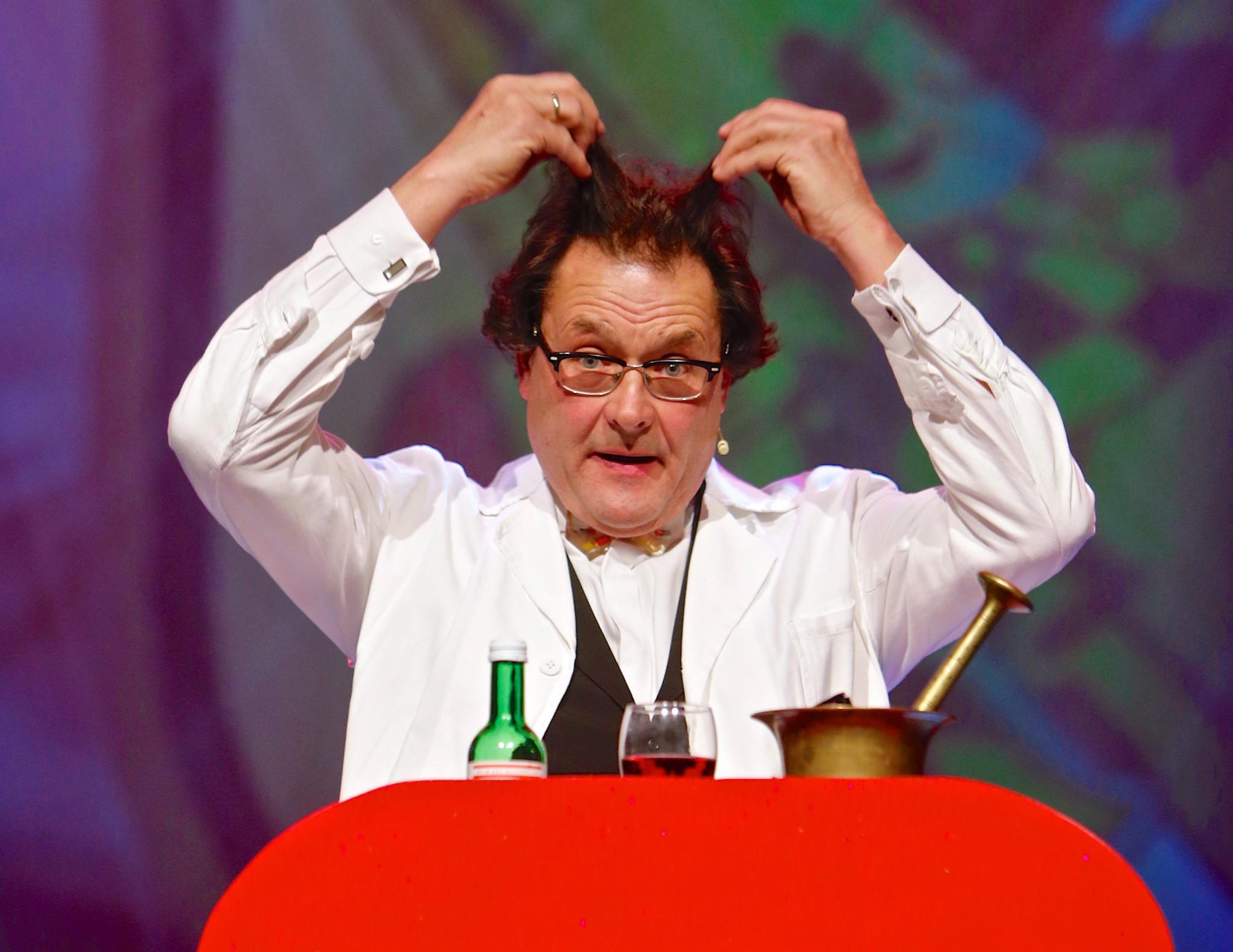 """Der Jubiläumsapotheker"": Alexander Telesko. Foto: ORF/Peter Krivograd."