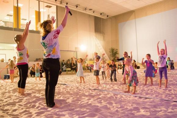 Riesenspaß für alle Kinder bei der ersten Kinder-Disco in Beachhalle im Klagenfurter Sportpark. Foto: pixelpoint