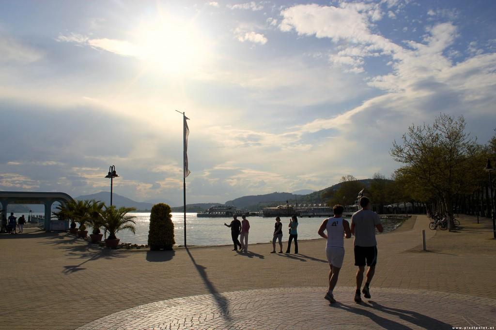 Laufen in der Sonnen- bzw. Ostbucht von Klagenfurt am Wörthersee. Foto: pixelpoint/HW