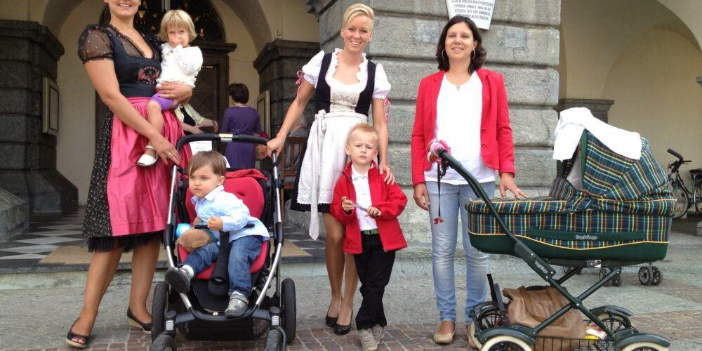 Eine Wallfahrt zum Muttertag: Kinderwagen unterwegs