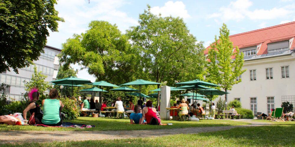 Bachmann-Büste wieder im Norbert-Artner-Park