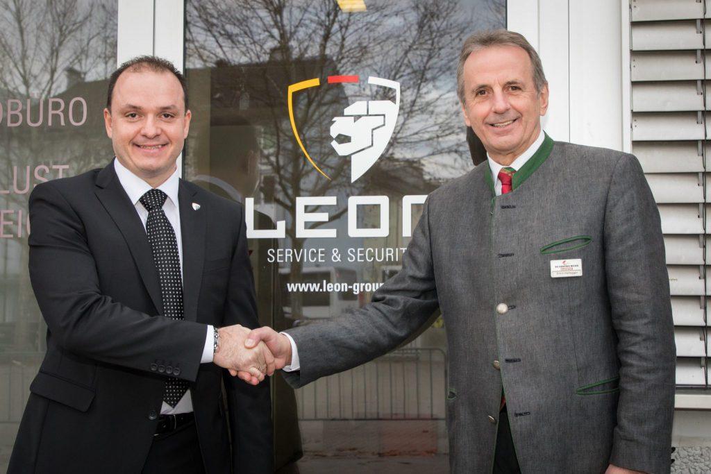 Christian Wernig von Leon und Erich Hallegger von den Kärntner Messen freuen sich über die Kooperation.