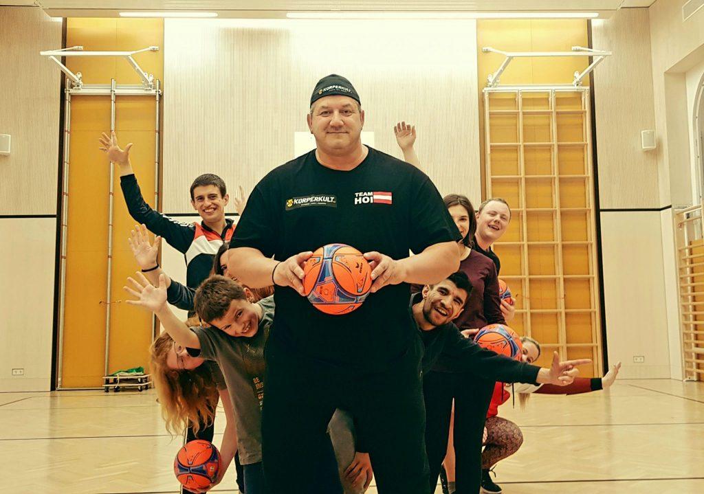 Martin Hoi trainierte gemeinsam mit den Freundschaftsbändern in Klagenfurt. Viel Spaß und Freude beim Training der besonderen Art.