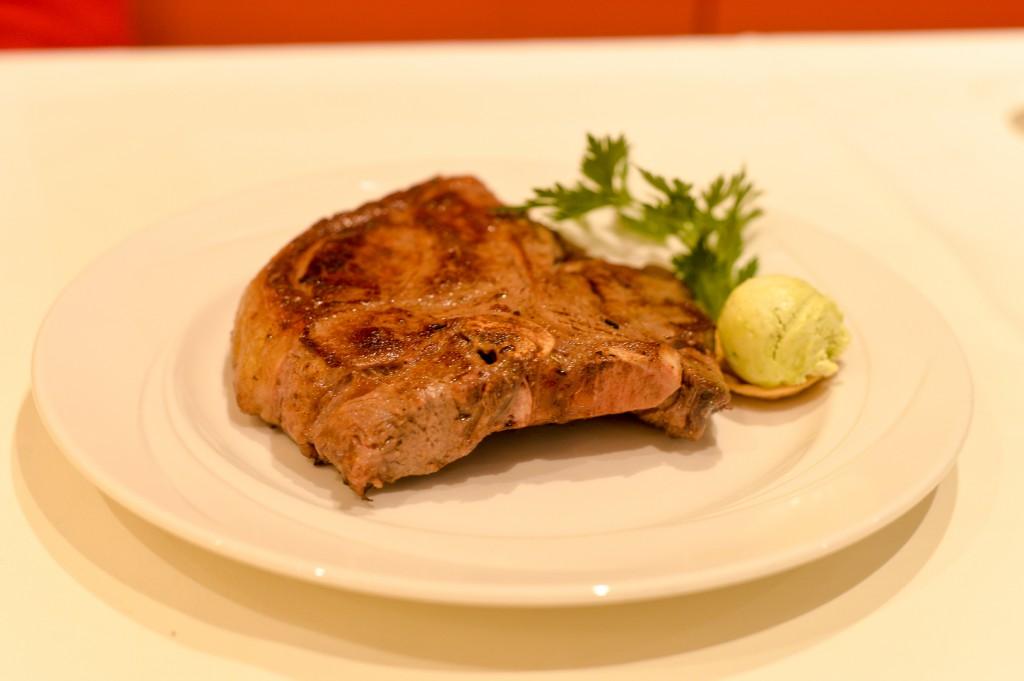 T-Bone-Steaks, Roastbeefs und zarteste Filets reifen in der Fleischerei ehe sie im Steakhaus zubereitet werden. Foto: pixelpoint/ Nicolas Zangerle
