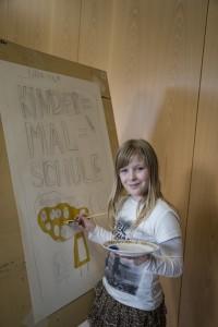 Eine junge Künstlerin. Foto: Kärntner Kindermalschule