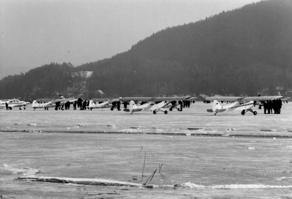 Winter-Flugsporttag auf dem zugefrorenen Wörthersee am Sonntag, den 12. Februar 1967.