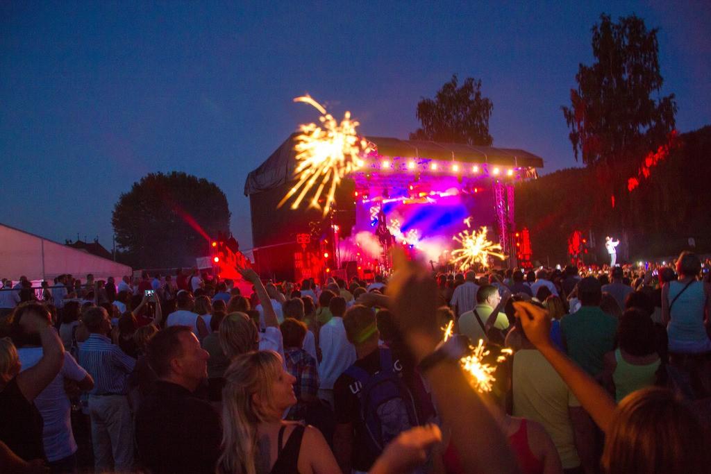 Stimmung bei einem Open Air Konzert in Reifnitz am Wörthersee. Foto: pixelpoint