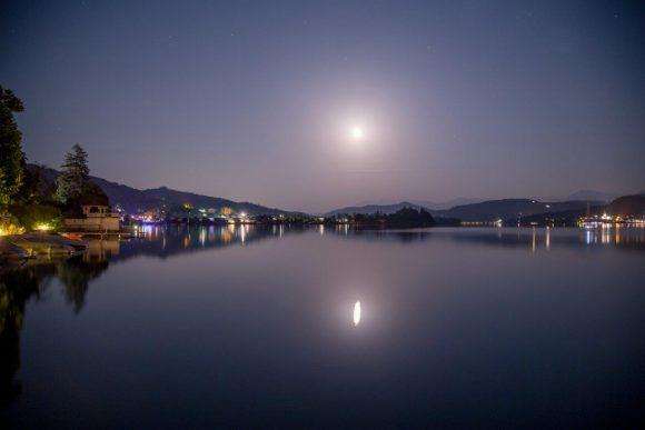 Mond über Pörtschach. Foto: pixelpoint