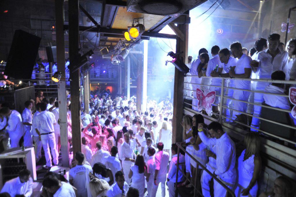 Fête Blanche in der Fabrik: Eine hemmungslose Party Nacht wie im alten Rom! Foto: Hannes Krainz