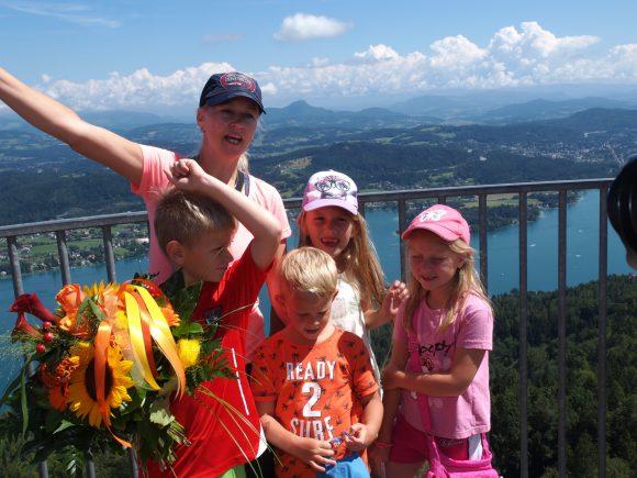 "Freudige Gesichter auf dem ""Rekordturm"". Foto: Peter Rehak"