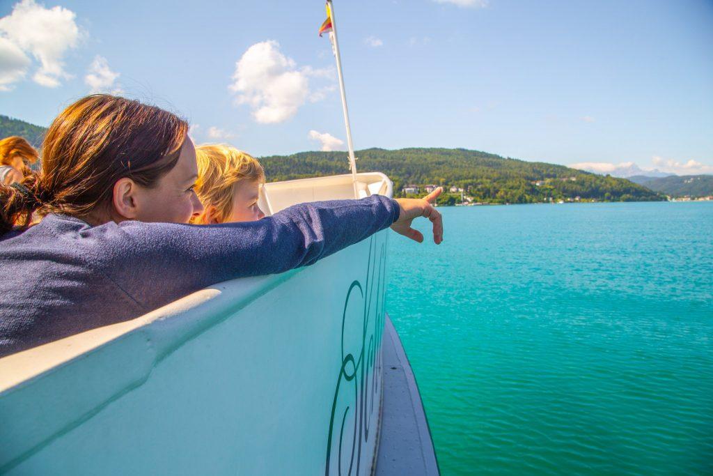 Die Fahrten an Bord der Wörthersee Schifffahrt sind ein beliebtes Erlebnis bei Familien. Foto: DerHandler