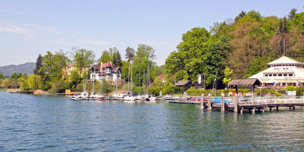 Krumpendorfer Seeterrasse mit Blick auf den Wörthersee