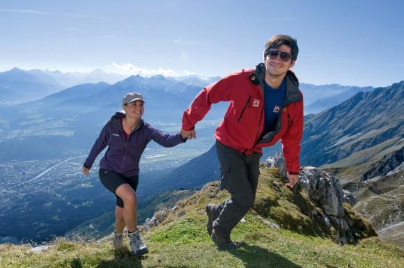 Komm mit mir in den Innsbrucker Alpenherbst. Wunderbare Aussichten, herrliche Wandererlebnisse, gepaart mit guter Unterhaltung - Feriengenuss im Oktober. Fotograf: Innsbruck Tourismus