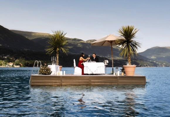 Romantik pur beim Dinner für Zwei auf einem Floß mitten im Millstätter See. Foto: MTG