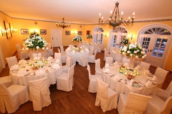 Biedermeiersaal im Rahmen einer Hochzeit. Foto: Gassner Betriebe