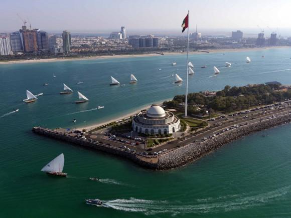 Corniche – Dhau Hafen