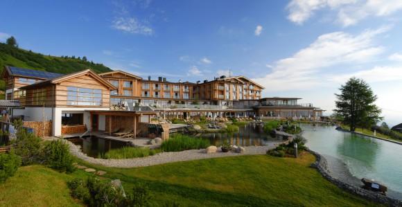 Der Almsee und das Mountain Resort Feuerberg auf der Gerlitzen Alpe auf 1.766 m