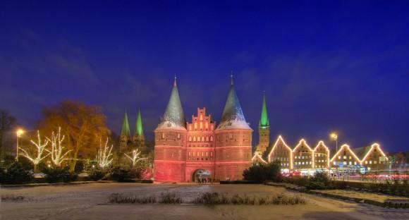 Lübeck erstrahlt im weihnachtlichen Lichterglanz! Foto: LTM/Bernd Schmidt