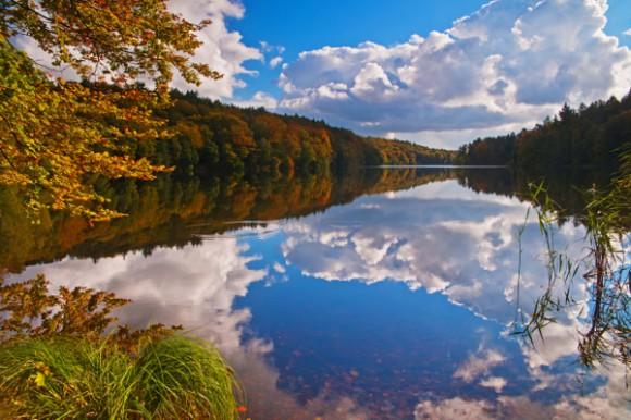 Rad fahren und Wandern im Land der 40 Seen, zum Beispiel am Möllner Schmalsee. © HLMS Thomas Ebelt