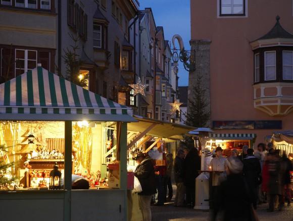 Neben dem täglich stattfindenden Adventmarkt in Hall gibt es mehrere, oft nur einen Tag dauernde Adventmärkte mit speziellen Produkten. Foto: Stadtmarketing Hall in Tirol/Watzek
