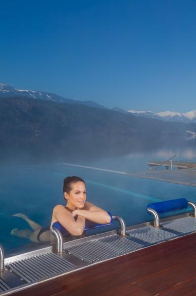 Dem See ganz nah im Infinity-Pool. Foto: Kärnten Badehaus