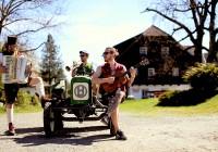 Matakustix, mit Frontmann Matthias Ortner (rechts im Bild) beim Videodreh am Poscharnighof der Familie Gabalier in Schiefling am Wörthersee. Foto: UAB/D.Gollner