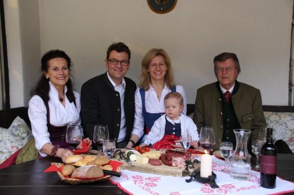 Die Familie Forstnig vom Trattlerhof in Kärnten.