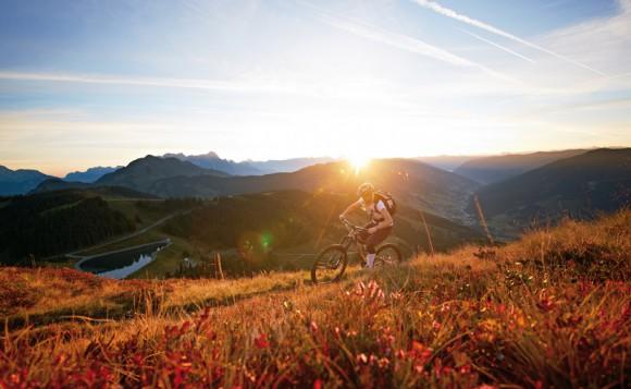 Mountainbiken bei Sonnenuntergang.  Foto: Der Löwe/Daniel Roos