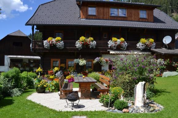 Bauerngarten in Unterkrug von Klaudia & Anton Ferlan, Gnesau.
