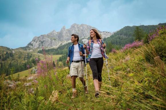 Grenzenlos Wandern in der Urlaubsdestination Nassfeld-Pressegger See .