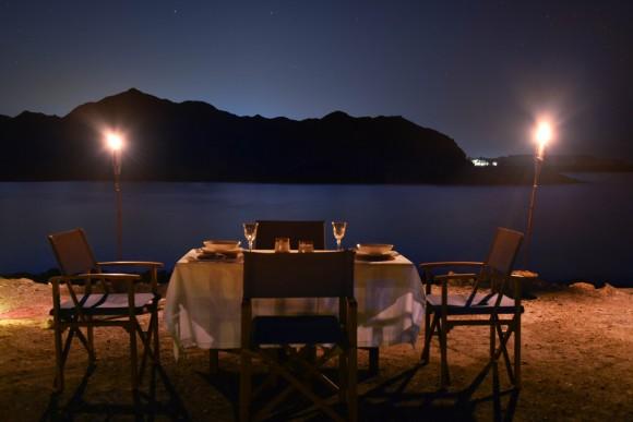Endlich gibt es auch in diesem Sultanat der Arabischen Halbinsel die Möglichkeit, die Natur dieses faszinierenden Landes bei einem Glamping-Ausflug zu erleben.