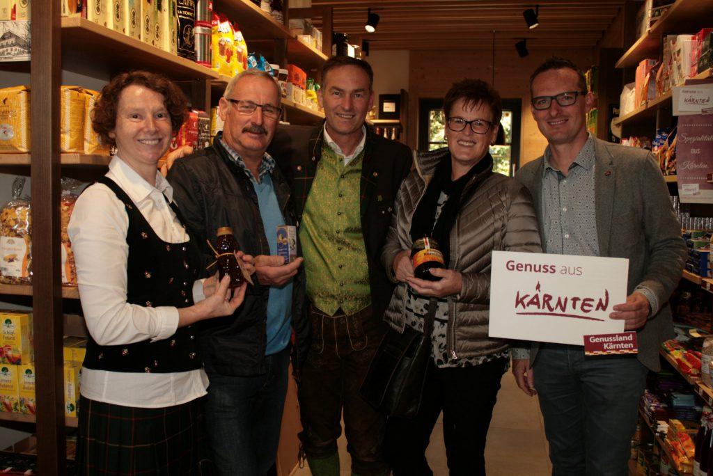 Die Fresacher Imkerfamilie Strmljan sind auch Genussland Kärnten Partner und bieten ihre Produktpalette im neuen Dorfladen in ihrem Dorfes an.