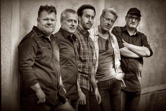 MAXX BEAT: Die Rock - Funk - Fusion Band aus Kärnten sorgt in der Soccerzone am Faaker See für Stimmung.