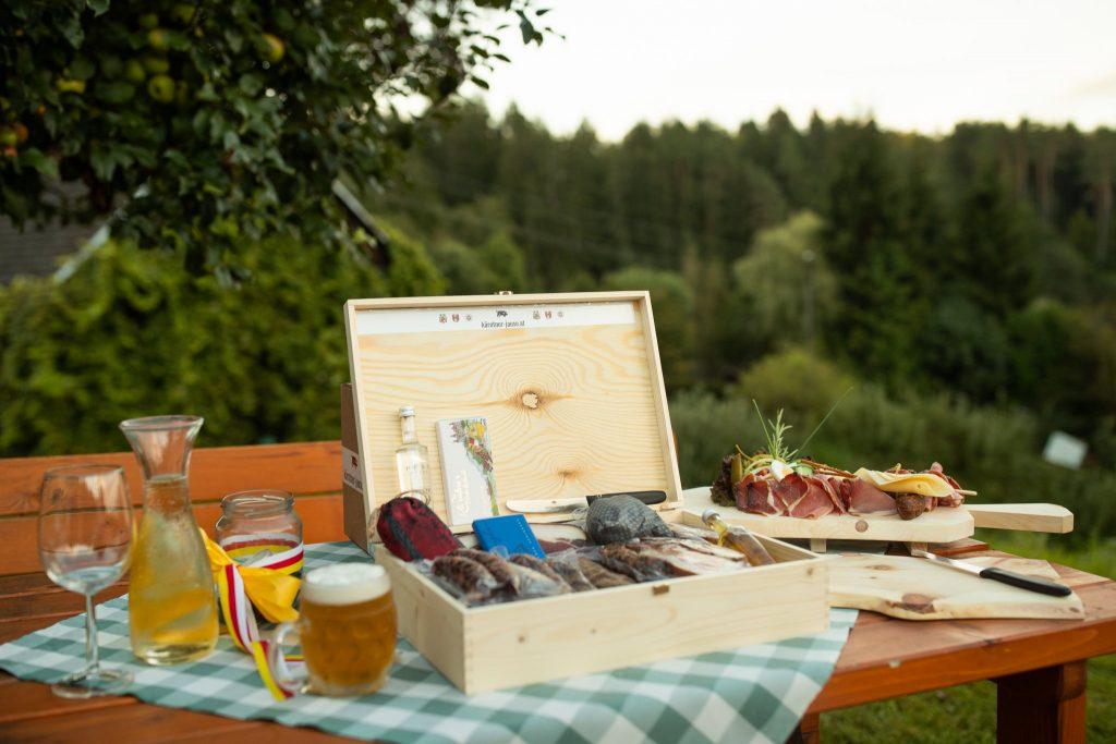 Die echte Jause aus Kärnten kann man jetzt in dieser Box auch online bestellen. Foto: Nicolas Zangerle