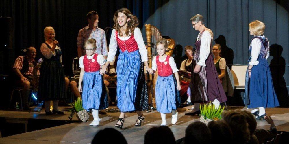 Steinfelder Kulturtage mit Trachtenschau