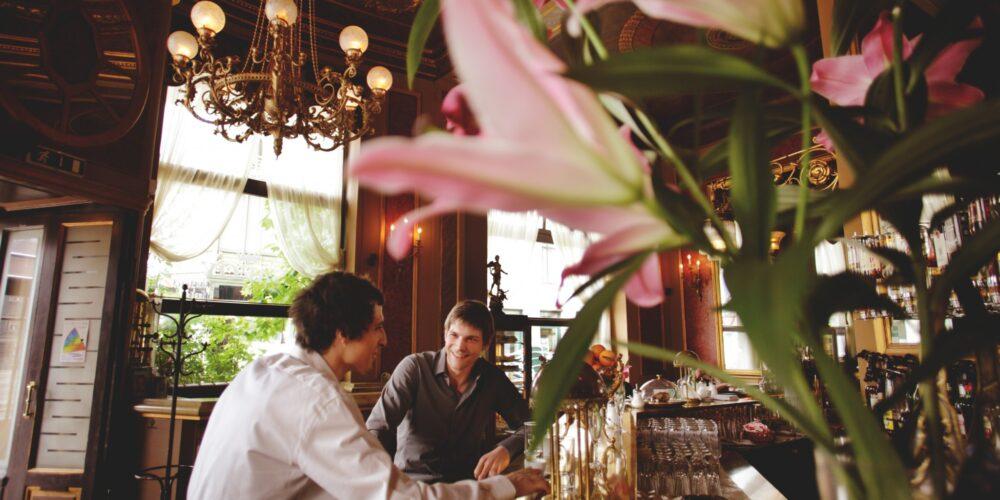 Wien schmeckt. Vom Gasthaus, Restaurant, Heurigen bis zum Kaffeehaus