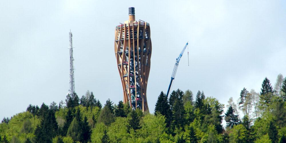 Turm am Pyramidenkogel: Rutschentest im Mai