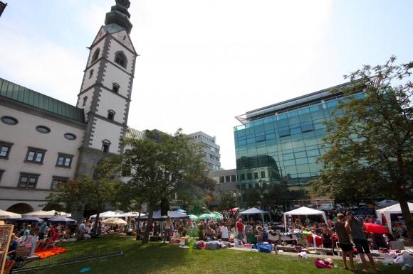 Hier verkaufen nicht nur die Profis: Beim Flohmarkt beim Altstadtzauber wird getauscht und getandelt was das Zeug hält.