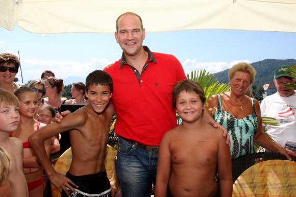Udo Wenders im Klagenfurter Strandbad – auch er startet für einen guten Zweck! Foto: Dreier/KK