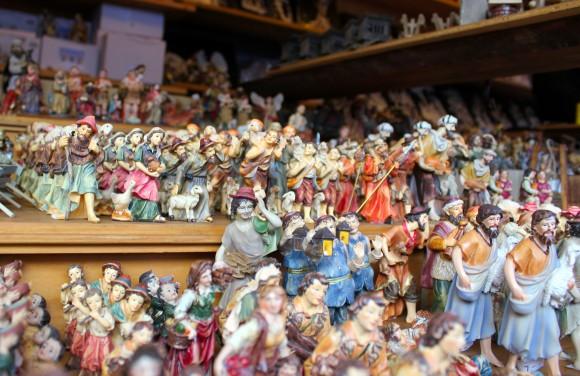 Wer zum Beispiel auf der Suche nach Krippenfiguren ist, wird am Christkindlmarkt fündig.