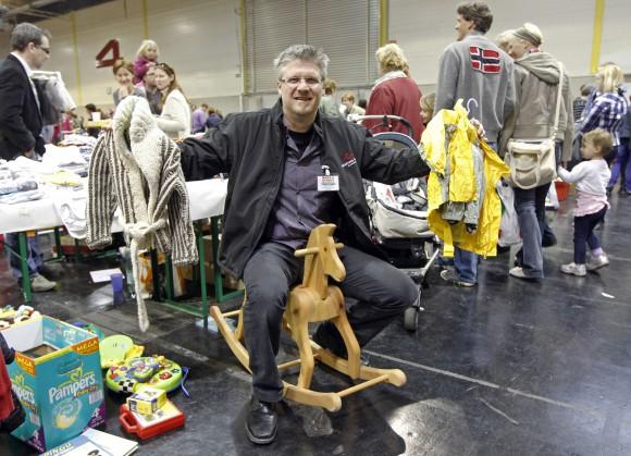 """""""Nicht alles muss neu gekauft werden"""", erklärt der 44-jährige Klagenfurter Christian Wallner, Initiator der """"Baby- und Kinderbörse""""."""