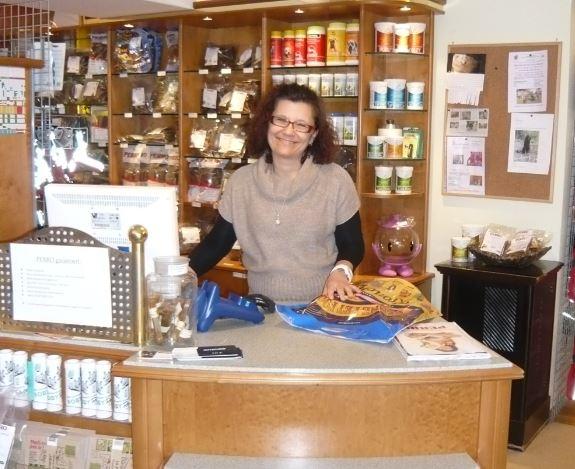 Im ehemaligen Tierreform Geschäft bietet Frau Fanzott auf einer Fläche von 200 m² alles was das Hunde- und Tierherz begehrt.