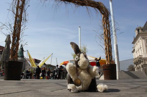 Der Platz rund um den Lindwurm wird zur Frühlingsoase.