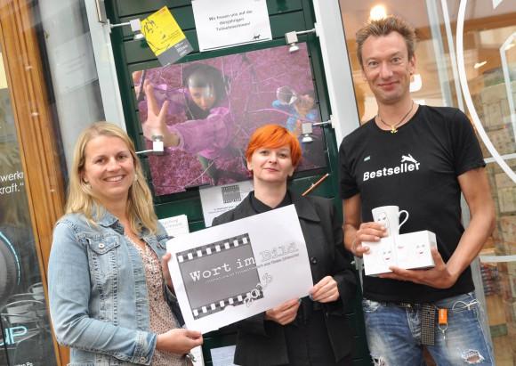 v.l.n.r.: Mag. Anita Telijan vom Klagenfurt Marketing mit Wort im Bild - Initiatorin Eva Asaad und Helmut Zechner von der Buchhandlung Heyn.