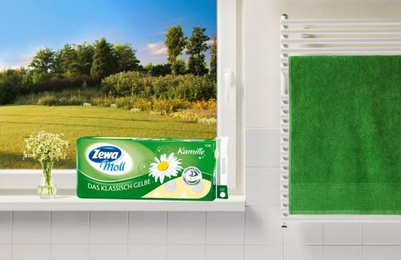 """Zewa Moll, der Marktführer unter den österreichischen Toilettenpapiermarken, überzeugt seine Verbraucher seit Jahrzehnten mit bester Markenqualität. Mit jeder einzelnen der drei mollig dicken Qualitätslagen sorgt sowohl der Klassiker Zewa Moll """"Das Klassisch Gelbe"""" als auch Zewa Moll """"Das Reinweisse"""" für ein sicheres Wohlfühlgefühl."""