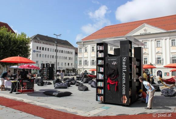 Stadtlesen am Neuen Platz.