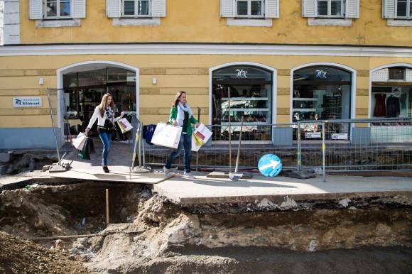Das war das Baustellen-Shopping in Klagenfurt im mittlerweile bereits fertiggestellten Abschnitt der Domgasse. Foto: pixel.at.