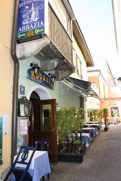 Ein weiterer Nachbar: Das Fischrestaurant Abbazia in der Badgasse 10.