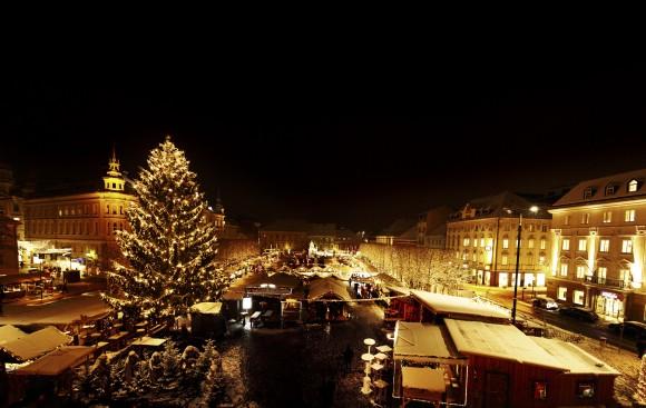 Der nächtliche Christkindlmarkt auf dem Neuen Platz. Foto: pixel.at