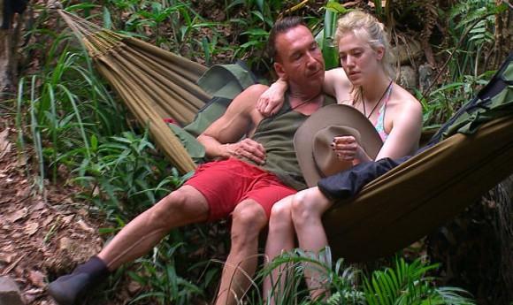 Tag 6 im Camp - Larissa Marolt  und Jochen Bendel. Fotos: RTL
